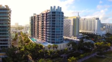 Beachfront condos in Miami Beach aerial video — Stock Video