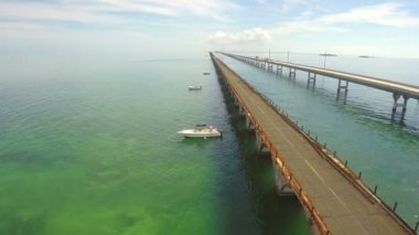 Aerial video of the 7 Mile Bridge in the Florida Keys — Stock Video