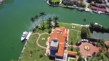 Luxury Estate homes at Pinetree Drive Miami Beach - Aerial video — Stock Video