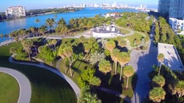 Aerial video of South Pointe Park — Vídeo Stock