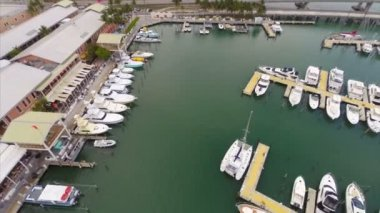Aerial video of Bayside Miami — Stock Video