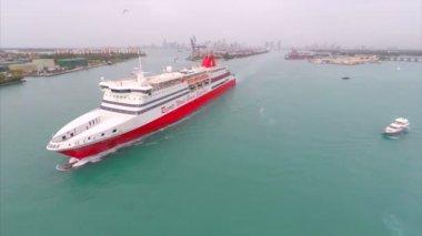 Aerial cruise ship in Miami — Vídeo de Stock