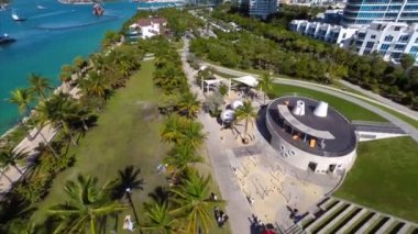 Aerial video of Coral Gables historic buildings and statues — Stock Video