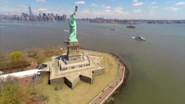 Stock aerial video of the Statue of Liberty — Stock Video