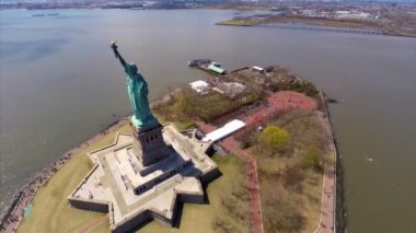 Aerial video footage of the Statue of Liberty  New York — Stock Video