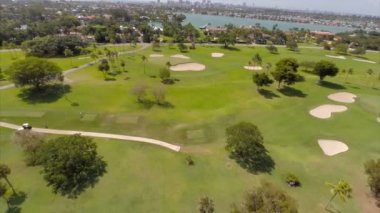 Aerial video of a golf course in Miami Beach — Stock Video