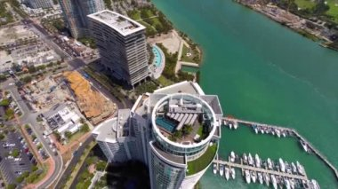 Aerial video of highrise penthouse rooftop patio — Stock Video