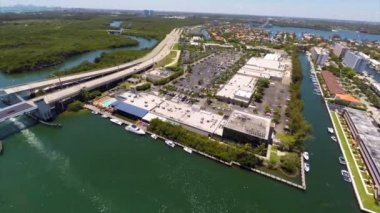 Aerial footage Intracoastal shopping Mall Miami — Stock Video