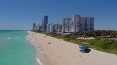 Backwards flying aerial Miami Beach — Stock Video