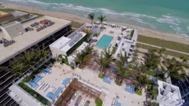 Stock aerial footage rooftop pool in Miami Beach — Stock Video
