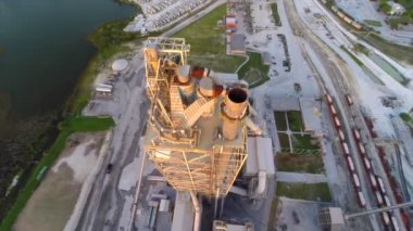Aerial video smoke stack at quarry — Stock Video