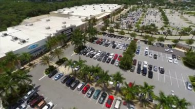 Aerial video strip shopping center — Vídeo de stock