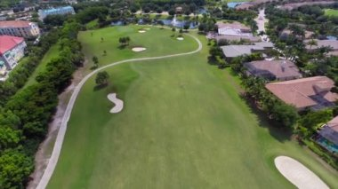 Homes and a golf course aerial video — Stock Video