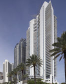 Stock photo of Jade beach and Jade Ocean condominiums — Stock Photo