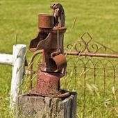 Antigua bomba de agua — Foto de Stock