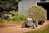 老式拖拉机 — 图库照片