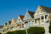 Victorian houses in Alamo Square — Stockfoto