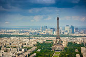 Eiffel tower and La Defense district — Stock Photo