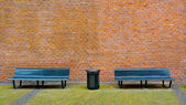 Bench and Brick Wall — 图库照片