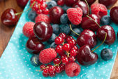Fresh cherries berries — Stock Photo