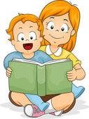 男婴与妹妹读一本书 — 图库照片