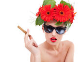 Young woman with wreath, sunglasses and cuban — Stock Photo