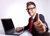 Homem de negócios, trabalhando e mostrando ok — Foto Stock