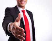 Iş adamı veya öğrenci el sıkışması için hazır — Stok fotoğraf