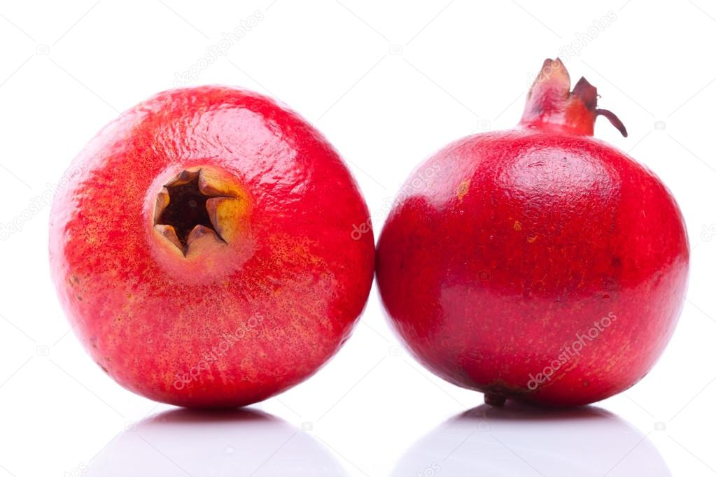 Various views of two shiny pomegranates — Stock Photo #13684110