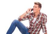 Colocación y hablando por teléfono — Foto de Stock