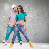 Young man and woman hip-hop dancers — Stockfoto