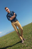 Outdoor casual man stands with arms folded — Стоковое фото