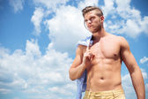 Topless man outdoor with straw in mouth and shirt on shoulder — Stock Photo