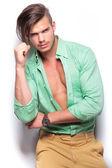 Casual man wearing an unbuttoned shirt — Stock Photo