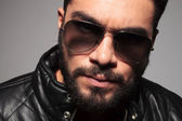 Closeup picture of a young man with long beard wearing sunglasse — Stock Photo