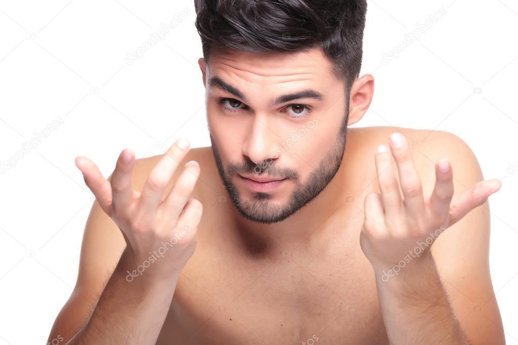 charla escolta desnudo