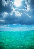 Beautiful waters of the caribbean sea near saona island — Stock Photo