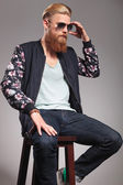 Bearded young man fixes his sunglasses — Stock Photo