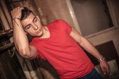 Adamın saçları sabitleme — Stok fotoğraf