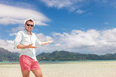 Happy man welcomes you to the sunny beach — Stock Photo