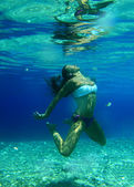 Vrouwen onderwater — Stockfoto