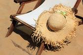 在海滩上日光浴浴床 — 图库照片