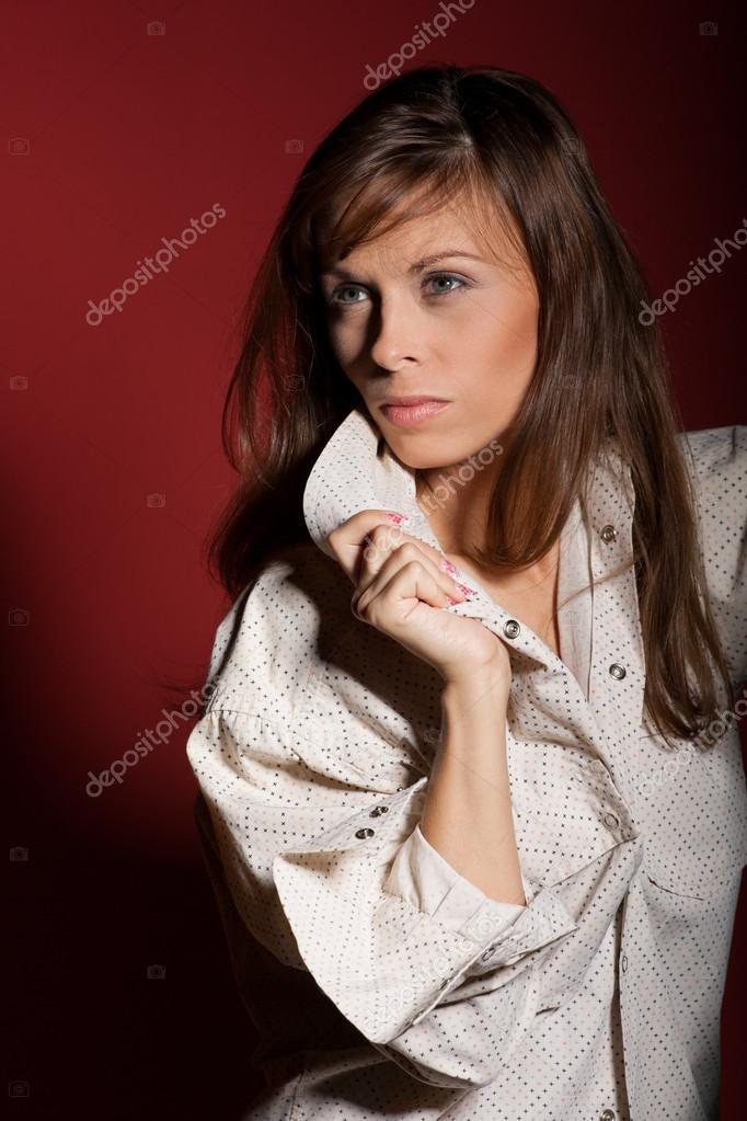 Sophisticated woman posing over red background — Stock Photo #15798879