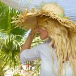 žena relaxační letní Resort — Stock fotografie