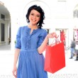 Young woman holding shopping bags — Stock Photo