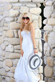 Mulher de vestido branco — Foto Stock