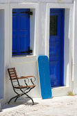 Traditional white house in Santorini — Stock Photo
