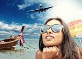 Mooie vrouw op het strand. — Stockfoto