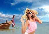 Beautiful woman on the beach. — Stock Photo