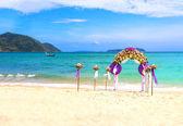 Flower decoration at the beach wedding — Stock Photo